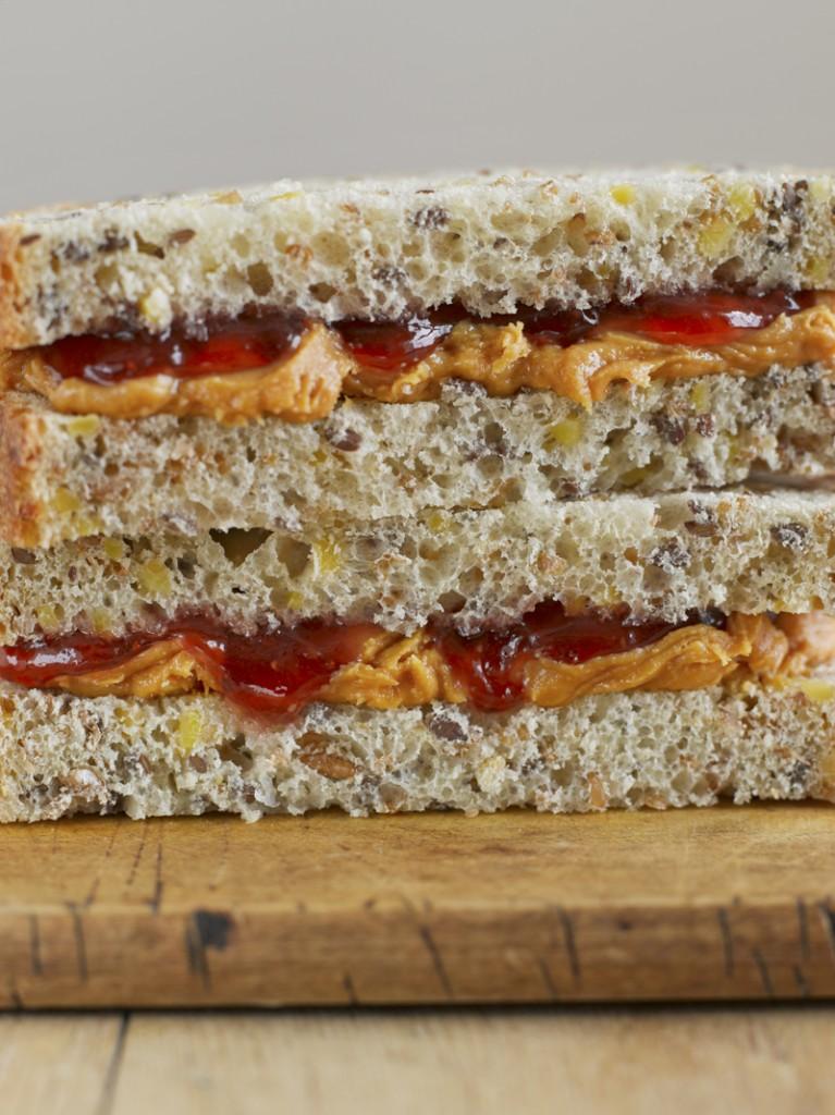 Soya-&-Linseed-+-Peanut-&-Jam---Vogel-Bread-0230